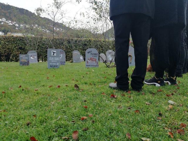 XR graveside